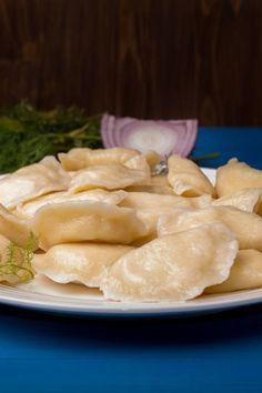 Wareniki: recipe for dumplings with potato filling - Rezepte Easy Smoothie Recipes, Easy Smoothies, Good Healthy Recipes, Healthy Snacks, Snack Recipes, Dumpling Filling, Dumpling Recipe, Avocado Dessert, Avocado Toast