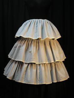 "AHUECADOR  FRIVOLITE ANTIGUEDADES"" TLF. 976207778   ZARAGOZA  frivolitte@telefo... Modern Victorian, Halloween Disfraces, Holidays And Events, Costumes, Sewing, Folk Clothing, Petticoats, Princess Dresses, Skirts"