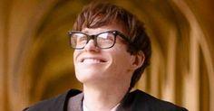 O filme A Teoria de Tudo (2014), que conta a história do físico britânico Stephen Hawking , acaba de chegar ao Netflix Brasil.