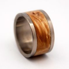 Greet the night. The warm glow of light maple evokes the golden harvest moon. A generous inlay is centered between two standard titanium edges. Polished with a mirror finish. Pictured at 11 mm.