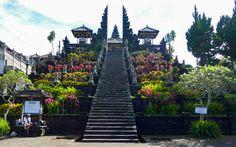 "Pura Besakih, ""Muttertempel"" auf Bali © Gudrun Krinzinger Best Of Bali, Hotels, Strand, Sidewalk, Last Minute Vacation, Bali Holiday Deals, Exotic, Landscape, Side Walkway"