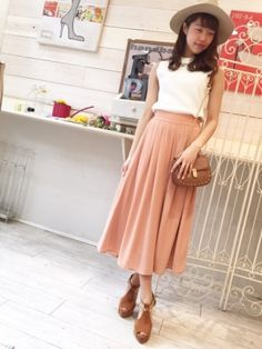 ドレープ性のある記事でスカートに見えるジョーゼットスカーチョ。女性らしさを演出しつつアクティブなシーンにも最適なスカーチョファッションスタイルコーデを集めました♡
