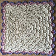 Bem vindas ao Amo fazer Crochê, hoje trouxemos duas idéias de inspiração de tapetes retangulares para sua inspiração, comece agora mesmo se inspirando. Com essa técnica você pode usar até para fazer um cobertor! A sua criatividade vai aumentar muito e sua capacidadede crochetar projetos muito mais coloridos e bonitos. Aqui, você pode acompanhar tutoriais em vídeo também muito fáceis de acompanhar e ao mesmo tempo muito úteis que tornarão seu processo de aprendizado muito mais agradável…