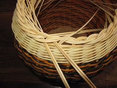 Images in Anna's post Anna, Rattan, Wicker, Paper Basket Weaving, Pine Needle Crafts, Making Baskets, Rolled Paper, Pine Needles, Crochet Tablecloth