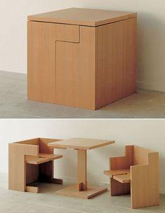 Tafel en stoelen.