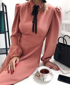 Womens fashion pink style classy 69 best Ideas - Elbise - The Fashion Moda Fashion, Pink Fashion, Hijab Fashion, Fashion Dresses, Vintage Fashion, Womens Fashion, Fashion Blouses, Jw Mode, Mode Shoes