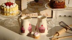 Sweetest Cupcakes Porcelain Jug for por Twelvetimesmoreteeny