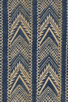 Barron & Larcher 1932  Phyllis Barron (1890-1964) et Dorothy Larcher (1882-1952)  they worked together until 1930, cutting blocks from wood or lino and printing on cottons, linens, velvets and silks for furnishing and dress. They made positive prints with natural dyes and also used the discharge (bleach) method; after 1930 they introduced synthetic dyes to their production. In their designs, Barron tended towards geometrical patterns and Larcher to plant motifs.