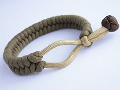 """How to Make a Loop Mad Max Style"""" Fishtail Paracord Bracelet-Bonus: C. How to Make a 1 Loop Mad Max Style Fishtail Paracord Bracelet-Bonus: C. Mad Max Paracord Bracelet, Bracelet Knots, Bracelet Crafts, Bracelet Making, Paracord Bracelet Instructions, Bracelet Tutorial, Paracord Braids, How To Braid Paracord, Armband Diy"""