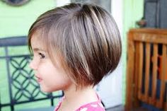Kinderfrisuren für Jungs und Mädchen Super cute length with a stacked back. Great for giving a little lift for fine hairSuper cute length with a stacked back. Great for giving a little lift for fine hair Toddler Haircuts, Little Girl Haircuts, Haircuts With Bangs, Long Haircuts, Toddler Haircut Girl, Toddler Girls, Short Haircuts For Kids, Trendy Hairstyles, Cute Girl Haircuts