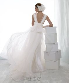 Lovely back on this wedding gown! (by Le Spose di Giò - Italy.)
