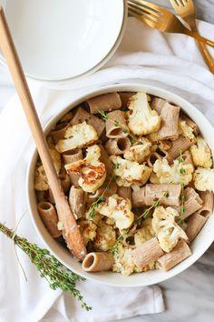 Creamy Garlic, Thyme, and Roasted Cauliflower Pasta {vegan, gluten free option} // pumpkinandpeanutbutter.com