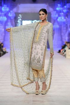 Photos Slideshow - Karma Red The Lotus Raj Collection at PFDC 2014