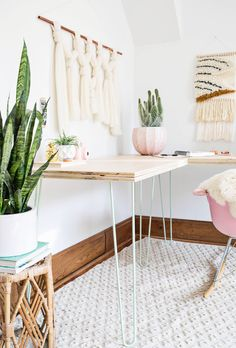 Loving these hair pin legs - makes it look more spacious somehow - work corner