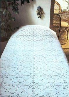 filet bedspread - pattern is in Dutch, but it's charted Love Crochet, Diy Crochet, Crochet Doilies, Crochet Stitches, Crochet Hats, Fillet Crochet, Afghan Blanket, Crochet Patterns For Beginners, Knitted Blankets