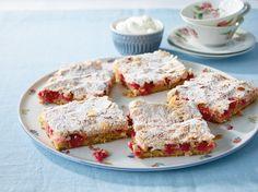 Johannisbeer-Mandel-Baiser: Ein Blechkuchen für alle Beerenfans