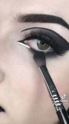 Emo Makeup, Baddie Makeup, Gothic Makeup, Grunge Makeup, Dark Makeup, Skin Makeup, Makeup Inspo, Smoky Eye Makeup Tutorial, Makeup Looks Tutorial