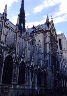 Fachada lateral Notre Dame - Paris - Foto: Arquiteta Cláudia F. Ferreira