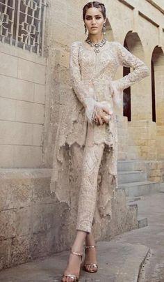 21 new ideas bridal dresses indian haute couture Pakistani Party Wear, Pakistani Wedding Dresses, Pakistani Outfits, Dress Wedding, Lehenga Wedding, Backless Wedding, Indian Bridal Lehenga, Indian Bridal Wear, Pakistani Bridal