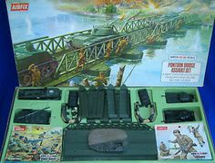 1 DAY AUCTION - Vintage Boxed AIRFIX HO/OO Scale WWII Pontoon Bridge Assault Toy Soldiers Set Small Soldiers, Toy Soldiers, Retro Toys, Vintage Toys, Childhood Toys, Childhood Memories, Britains Toys, Airfix Kits, Plastic Soldier