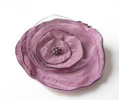 Anstecker Brosche Organza-Satin-Blüte  pink  von soschoen auf DaWanda.com