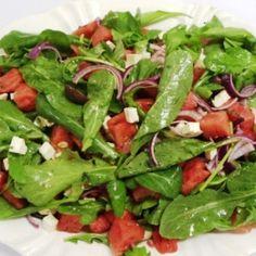 Salada de Melancia com Molho de Hortelã e Nozes.