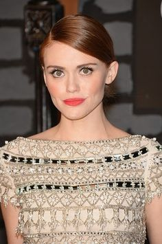 Holland Roden kept things casual with a deep side part, slick hair and a coral lip.