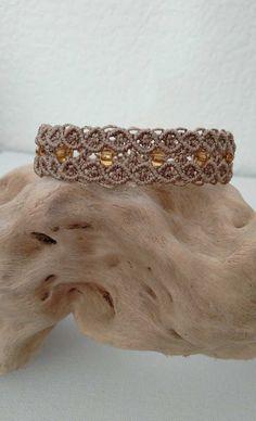 bracelet micro macramé beige et perles jaune/doré : Bracelet par les-creations-du-sud