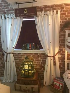 Mum creates amazing Harry Potter bedroom for boys – while she should be recove. - Mum creates amazing Harry Potter bedroom for boys – while she should be recovering from surgery Baby Harry Potter, Harry Potter Enfants, Deco Harry Potter, Harry Potter Nursery, Harry Potter Classroom, Theme Harry Potter, Harry Potter Houses, Harry Potter Birthday, Harry Potter Stuff