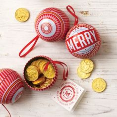 Chritmas bauble filled with chocolate coins for an extra surprise. Made in Holland with famous Belgian chocolate
