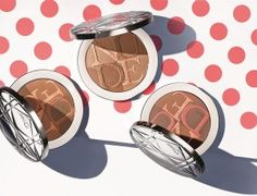 An easy-to-wear skin glow.A light-infused breath of fresh air for the complexion in a palette of sun-drenched, delicately iridescent shades.In tune with the season, Diorskin Nude Air Glow Powder brings out the natural healthy glow in every woman and adjusts to her skin tone. Each stroke of the brush revives your complexion's radiance, and thanks to the light-as-a-summer-breeze texture, your skin breathes all day long.