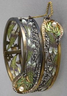 An Art Nouveau bracelet, by Lluis Masriera, circa 1905. An articulated bracelet composed of silver gilt, plique-à-jour enamel, diamonds and pearls. #Masriera #ArtNouveau #bracelet. by hester