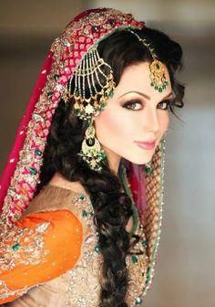 Beautiful Pakistani Bridal Makeup Looks - Style Arena Bridal Makeup Looks, Bridal Looks, Wedding Makeup, Party Makeup, Style Indien, Pakistani Bridal Makeup, Pakistani Hair, Make Up Braut, Indian Wedding Hairstyles