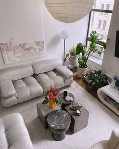 minimalist living room Paint Colors For Living Room, Rugs In Living Room, Living Room Decor, Nyc Studio Apartments, Hotel Interiors, Decorating Coffee Tables, Best Sofa, One Bedroom, Cool Rugs