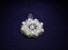 Zöld gyöngymedál 1500 Ft, virágra emlékeztető formával #1 Handmade, medal, pearl Brooch, Handmade, Jewelry, Fashion, Moda, Hand Made, Jewlery, Jewerly, Fashion Styles