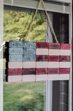 How to make an American Flag out of ends wood crafts crafts design crafts diy crafts furniture crafts ideas 2x4 Wood Projects, Scrap Wood Crafts, 2x4 Crafts, July Crafts, Woodworking Projects, Holiday Crafts, Woodworking Apron, Woodworking Furniture, Fine Woodworking