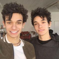 Twins smile @lucas_dobre