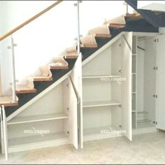 Tolle coole Ideen zur Aufbewahrung unter Treppen 1 Great cool ideas for storage under stairs 1 Space Under Stairs, Under Stairs Cupboard, Open Stairs, Under Staircase Ideas, Under Stairs Playhouse, Kitchen Under Stairs, Closet Under Stairs, Floating Stairs, Basement Stairs