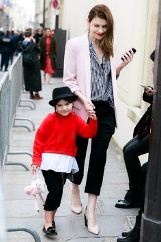 Paris Fashion Week Mother - Daughter Mommy and Me Mini Me Casual Dandy Look Street Style Outfit feat. Pink Flamingo Bag | EdgyCuts