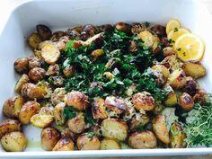 Crockpot New Potatoes with Lemon & Herbs How To Dry Rosemary, Lemon Herb, Baby Potatoes, Creative People, Potato Recipes, Crockpot, Slow Cooker, Herbs, Stuffed Peppers