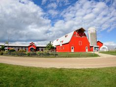 Gale Woods Farm - A working farm with some great, inexpensive programs for kids. You can visit together as a family and do/see chores on the farm Saturday mornings, toddler and me programs during the week with a preschool component and camps during the summer.