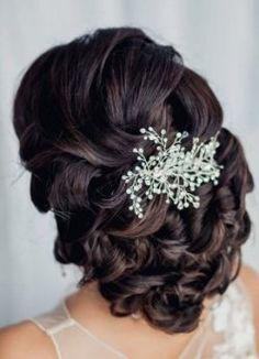 Stai cercando le migliori acconciature sposa 2015 capelli neri?