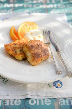 There were surplus hot cross buns and eggs this weekend, so we came up with a quick breakfast recipe for a special 'Pain Perdu' with out Easter leftovers.