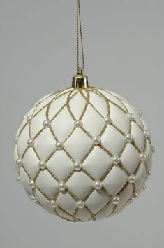 Unique head-turning Christmas decorations: baubles, garlands, candles, bells and calendars. Diy Christmas Baubles, Quilted Christmas Ornaments, Fabric Ornaments, Noel Christmas, Beaded Ornaments, Christmas Balls, Homemade Christmas, Christmas Tree Decorations, Handmade Ornaments