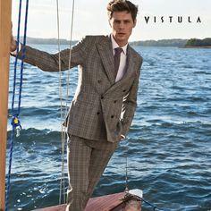 Do salonów marki Vistula wkroczyły nowe wiosenne modele. Wśród nich między innymi: casualowe skórzane kurtki, dwurzędowe garnitury, eleganckie koszule z bawełny egipskiej oraz okulary przeciwsłoneczne. Nowe modele z pewnością pozwolą na tworzenie nowoczesnych, lekkich stylizacji w najlepszym stylu.