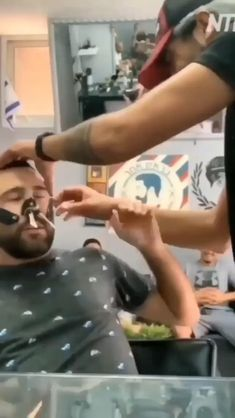 OMG i dont know whos funniest the man being tortured or the friend in the background 🤣🤣🤣🤣 # hacks for teens girl should know acne eyeliner for hair makeup skincare Funny Prank Videos, Super Funny Videos, Funny Videos For Kids, Funny Short Videos, Funny Animal Videos, Funny Pranks, Wtf Funny, Funny Laugh, Stupid Funny