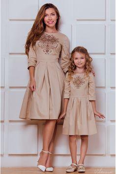 Сукня для мами з вишивкою і пишною спідницею • бежевий • придбати онлайн •…