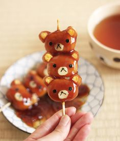 "old Japanese sweets ""Mitarashi Dango"" , Rilakkuma version! Enjoy the step-by-step instruction of how to create this cuteness.good old Japanese sweets ""Mitarashi Dango"" , Rilakkuma version! Enjoy the step-by-step instruction of how to create this cuteness. Japanese Sweets, Japanese Food Art, Japanese Candy, Cute Japanese Stuff, Japanese Street Food, Japanese Recipes, Cute Desserts, Asian Desserts, Gourmet Desserts"