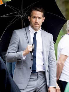 Star Tracks: Monday, July 11, 2016 | ON GUARD | Ryan Reynolds means serious business on the Amsterdam set of his upcoming film, The Hitman's Bodyguard, on Saturday.