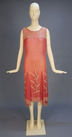 Evening dress, 1920's Click for a giant image. I feel like Charlotte from the Princess and the Frog would wear this. I don't kn...